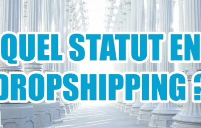 Une statue de justice avec une grande phrase