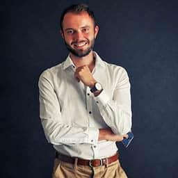 Frank Houbre sur M6 dans capital avec un reportage sur le dropshipping, il sourit.