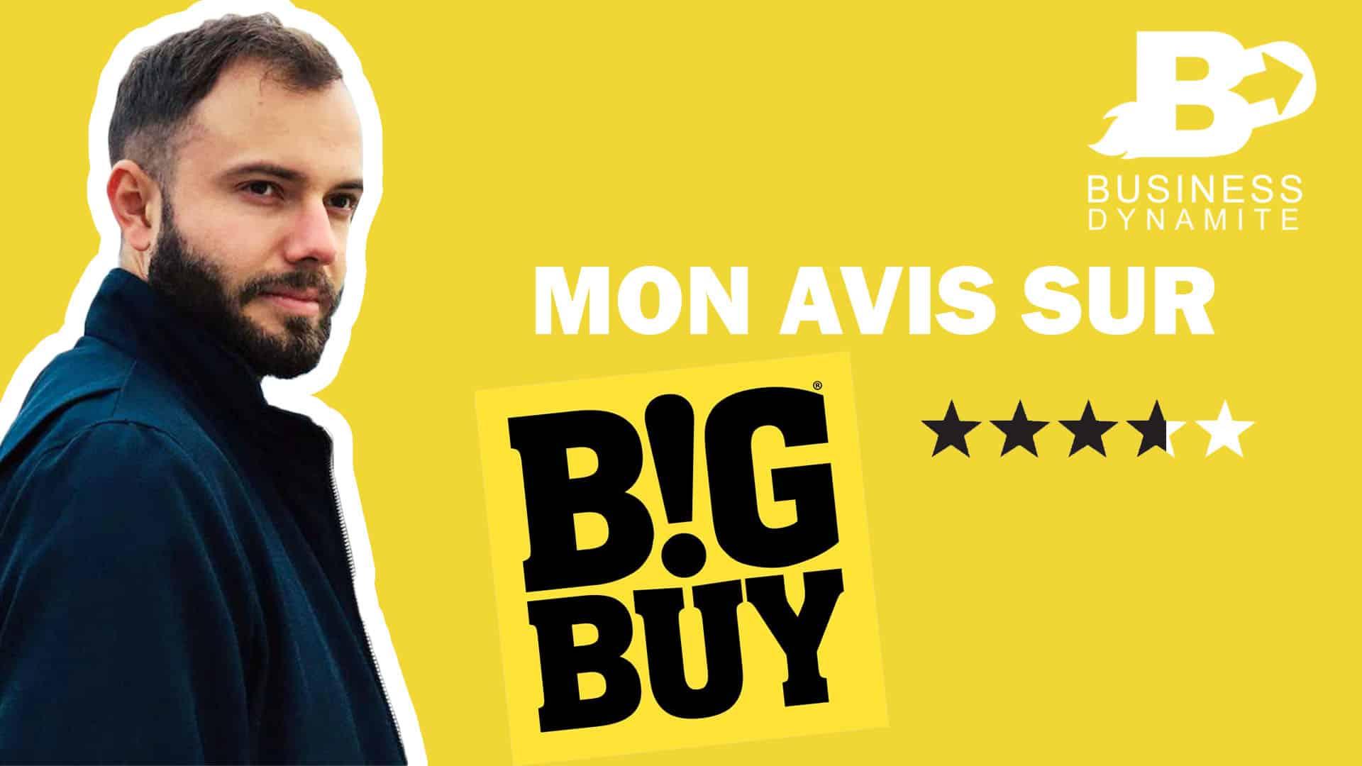 Le logo de bigbuy avec son catalogue et un formateur de dropshipping qui donne son avis sur un fond jaune.