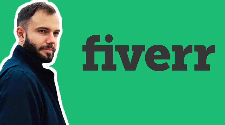 On retrouve le logo de fiverr avec un formateur français qui montre comment utiliser fiverr sur un fond vert ainsi que son alternative en vidéo.