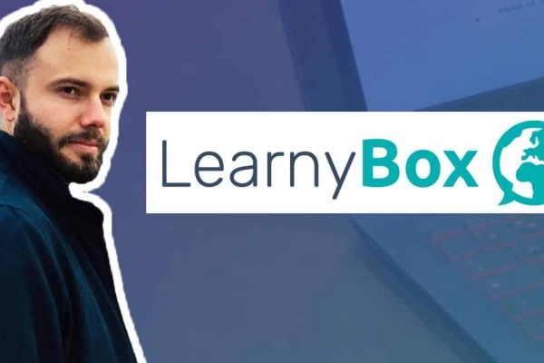 Le logo de learnybox avec le formateur Houbre frank qui donne son avis sur learnybox