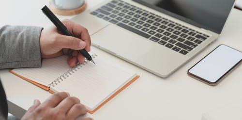Travailler à la maison grâce aux sites multigains et cashback