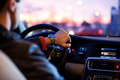 Arrondir ses fins de mois en devenant chauffeur ou livreur
